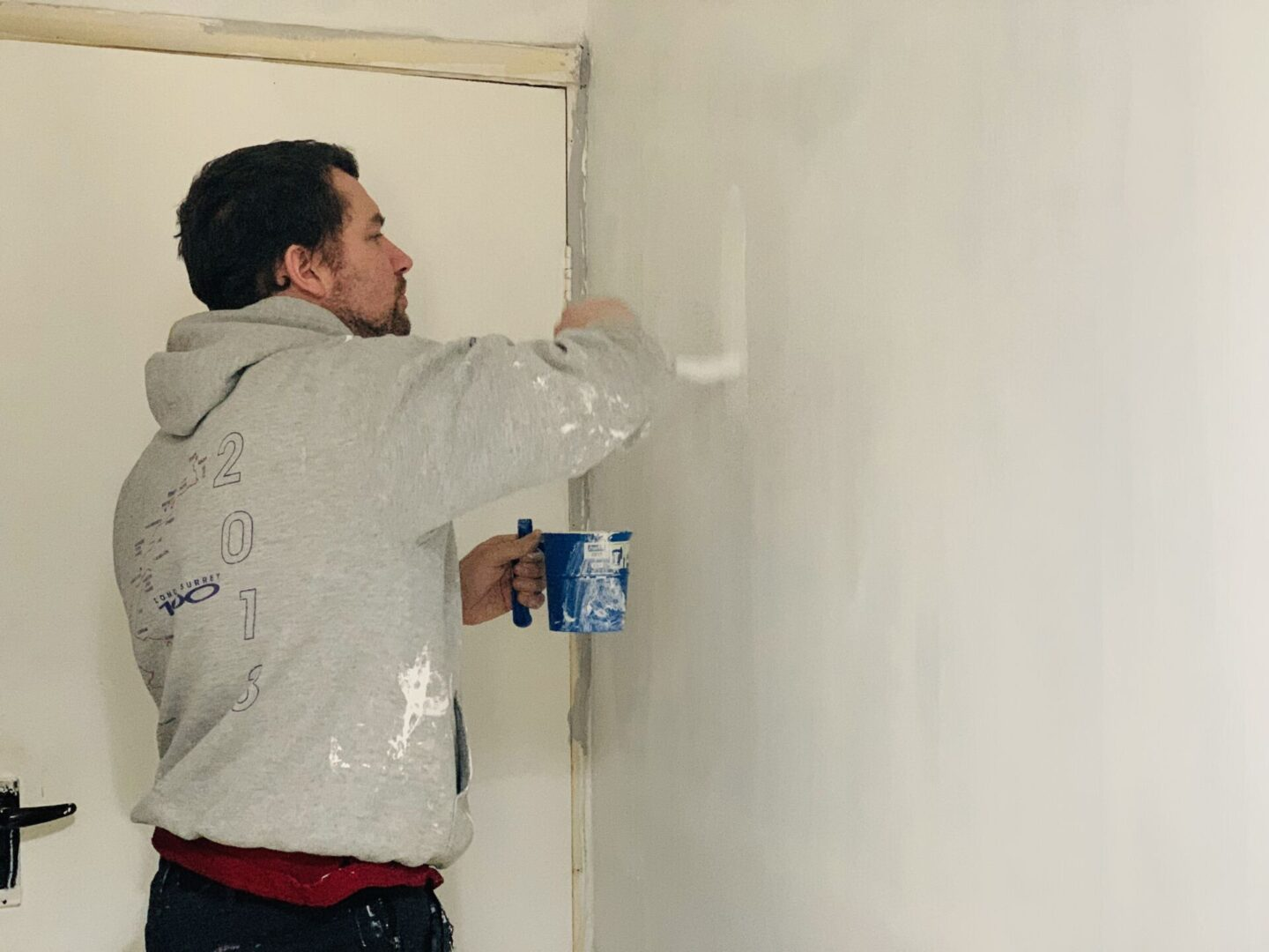 painting the walls with dulux brilliant white